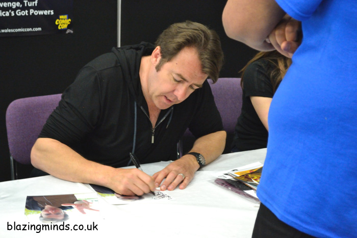 Jonathan Ross Signing Autographs at WCC2014 (Image by Karen Woodham)
