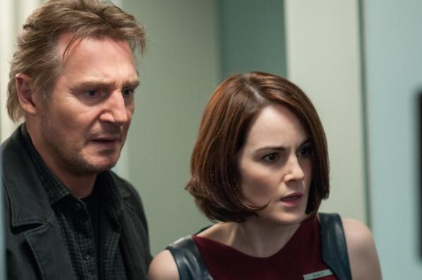 Non-Stop Still Liam Neeson 4