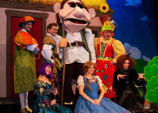 Cast of Jack and the Beanstalk at Theatr Colwyn - Photo Karen Woodham